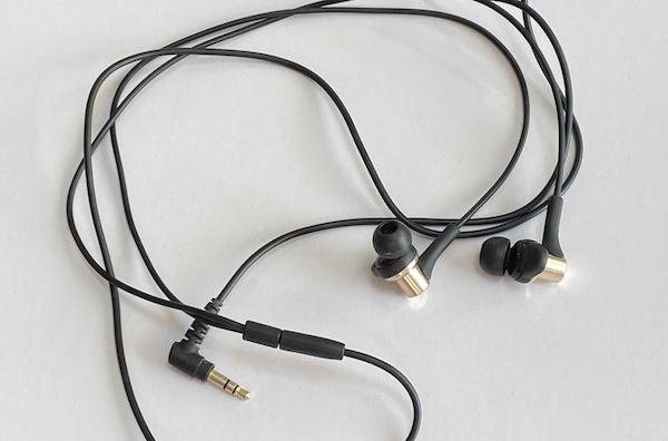 ツインマーボのイヤホン変換プラグをレビュー!イヤホンジャックなしでも3.5mmプラグで音楽を聴ける