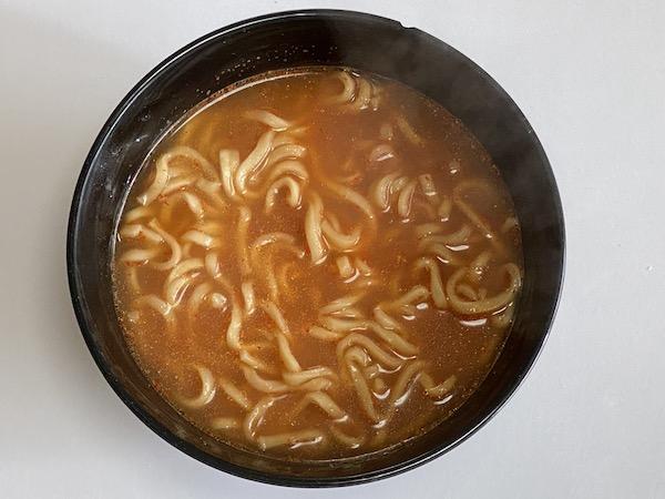 袋麺「日清爆裂辛麺 極太激辛ラーメン」が期待を裏切らない辛さだった